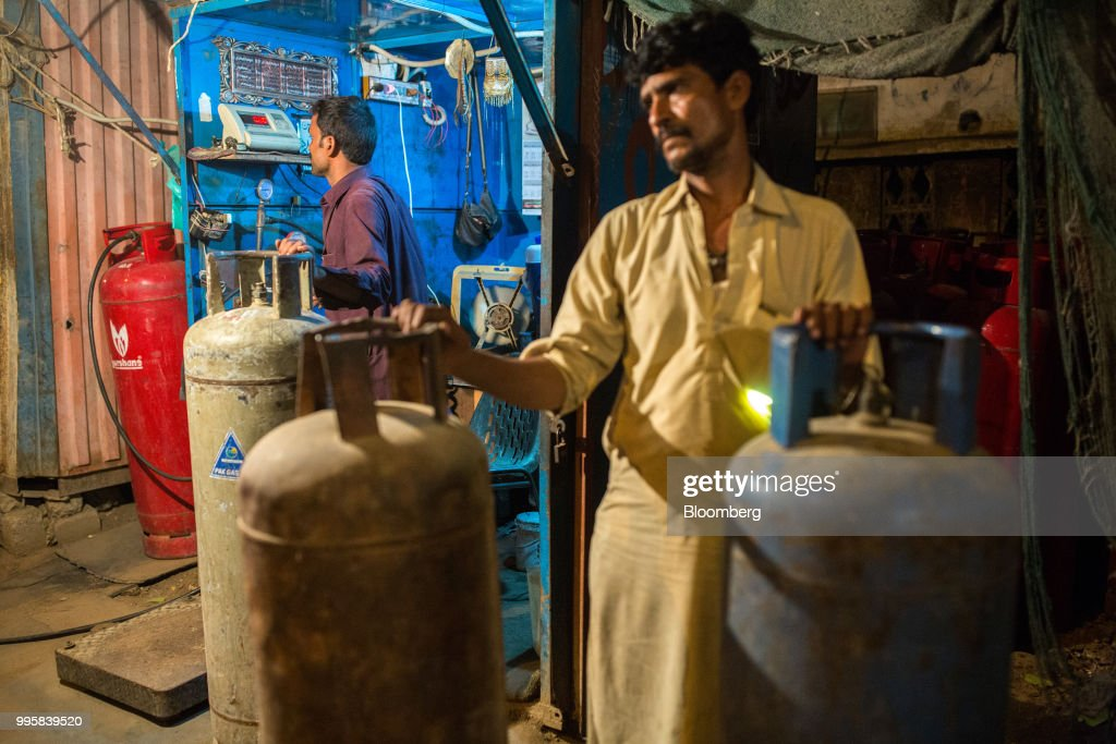 Pakistan's Indebted Economy Careens Toward Another IMF Bailout : News Photo