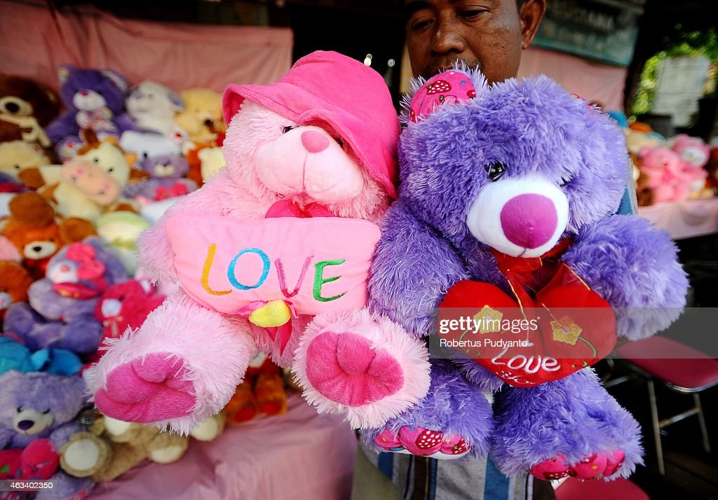 A vendor sets up Teddy's Bear toys during Valentines Day on February 14, 2015 in Surabaya, Indonesia. Roses, chocolates, teddy bears, toy hearts, candles, and cards are all part of the Valentines Day and orders increase significantly in the weeks leading up to the Valentines Day which celebrated on February 14th.