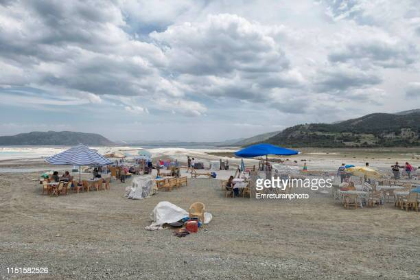 vendors and tourists at salda lake on a cloudy day,burdur province. - emreturanphoto stock pictures, royalty-free photos & images