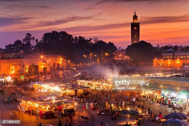vendors at place jema al-fna at dusk - マラケシュ ストックフォトと画像