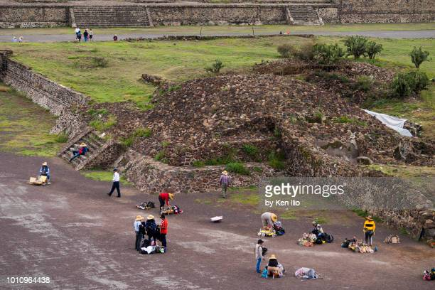 vendors at teotihuacan - ken ilio stock photos and pictures