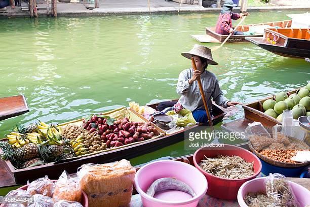vendors in floating market
