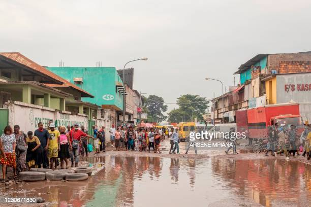 Vendors in the central market are marching against the decision of the city governor, Gentiny Ngobila, who has decided to close the market for a...