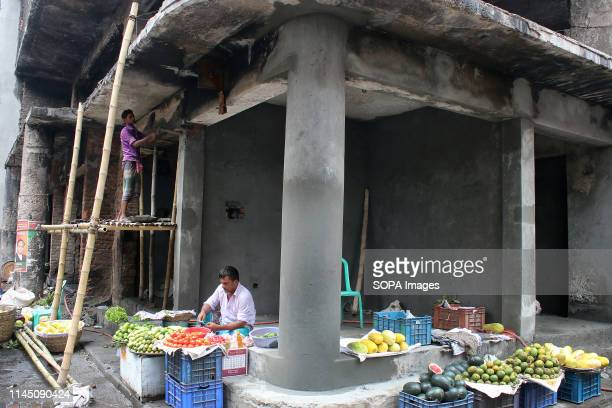 CHAWKBAZAR DHAKA BANGLADESH Vendors seen selling next to shops on the ground floor of Wahed Mansion ground zero of the Chawkbazar inferno being...