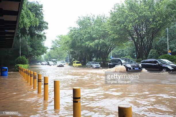 CONTENT] Vendredi 23 Août 2013 la rue de Shahe Ouest était inondée à la suite des pluies diluviennes qui auront duré plusieurs jours La mousson en...