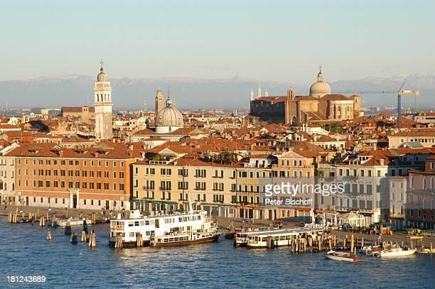 Venedig Italien Europa Hafen Ausflugsschiff Fähre Fährschiffe Grachten Häuser Reise Schiff