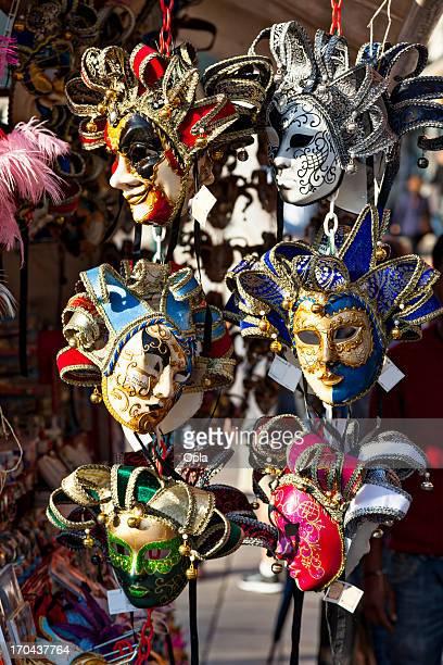 maschere veneziane sul display - maschere veneziane foto e immagini stock