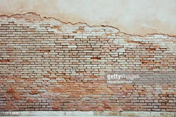 venetian wall - ziegel stock-fotos und bilder