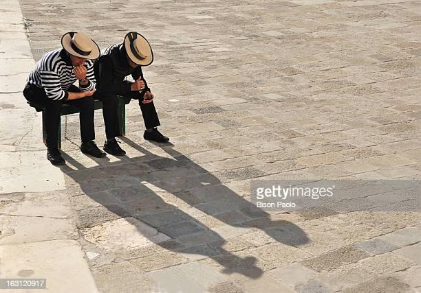 CONTENT] Venezia Gondolieri in attesa di turisti tra trasportare nel giorno della Festa della Madonna della Salute