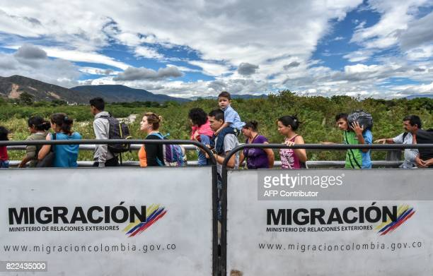TOPSHOT Venezuelan citizens cross the Simon Bolivar international bridge from San Antonio del Tachira Venezuela to Cucuta Norte de Santander...