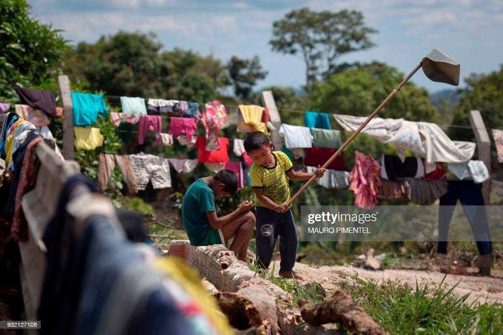 Venezuelan indigenous children play inside a temporary ...