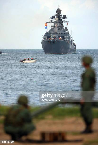 Venezuelan marines look at Russian Udaloyclass Admiral Chabanenko antisubmarine vessel upon her arrival at the port of La Guaira 30 km from Caracas...