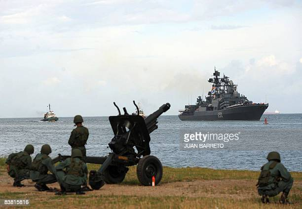 Venezuelan marines next to a howitzer look at Russian Udaloyclass Admiral Chabanenko antisubmarine vessel upon her arrival at the port of La Guaira...