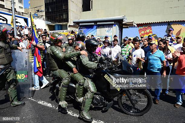 Venezuelan National Guard personnel in riot gear deploy in front of the the National Assembly in Caracas on January 5 2016 in support of their newly...