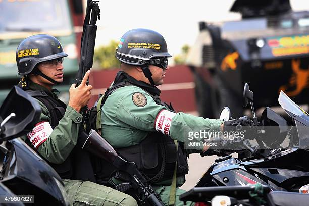 Venezuelan national guard troops arrive back to their base after a patrol on March 1 2014 in Valencia Venezuela A national guard soldier died Friday...