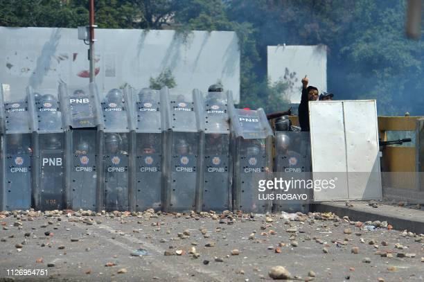 TOPSHOT Venezuelan national policemen stand guard at the Simon Bolivar international bridge in Cucuta Colombia after President Nicolas Maduro's...