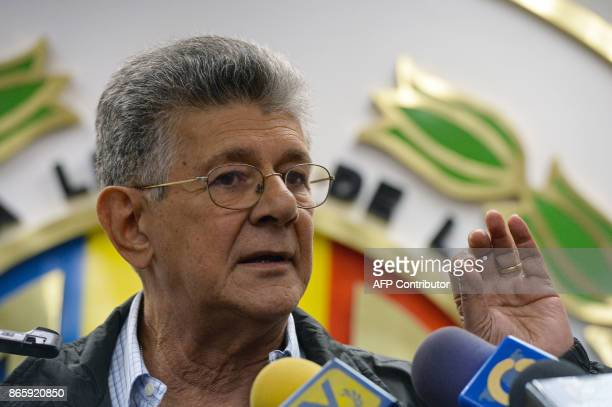 Venezuelan opposition deputy Henry Ramos Allup offers a press conference in Caracas on October 24 2017 / AFP PHOTO / FEDERICO PARRA