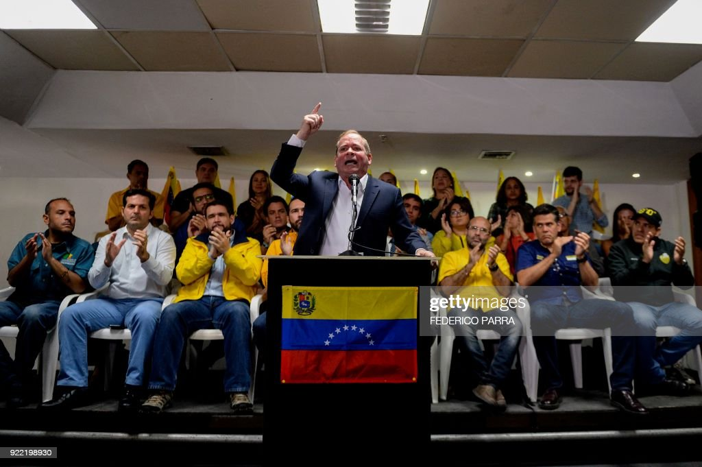 Venezuelan opposition lawmaker and spokesman of the Primero Justicia party Juan Pablo Guanipa (C) offers a press conference in Caracas on February 21, 2018. /