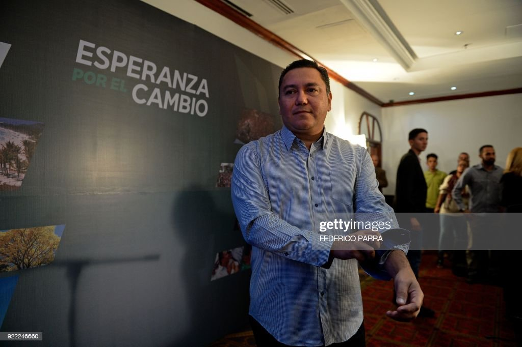 Venezuelan opposition presidential pre-candidate and evangelical pastor Javier Bertucci rolls up his sleeves after a press conference in Caracas on February 21, 2018. Maduro is running for another term in April 22 elections that most of opposition has vowed to boycott. /