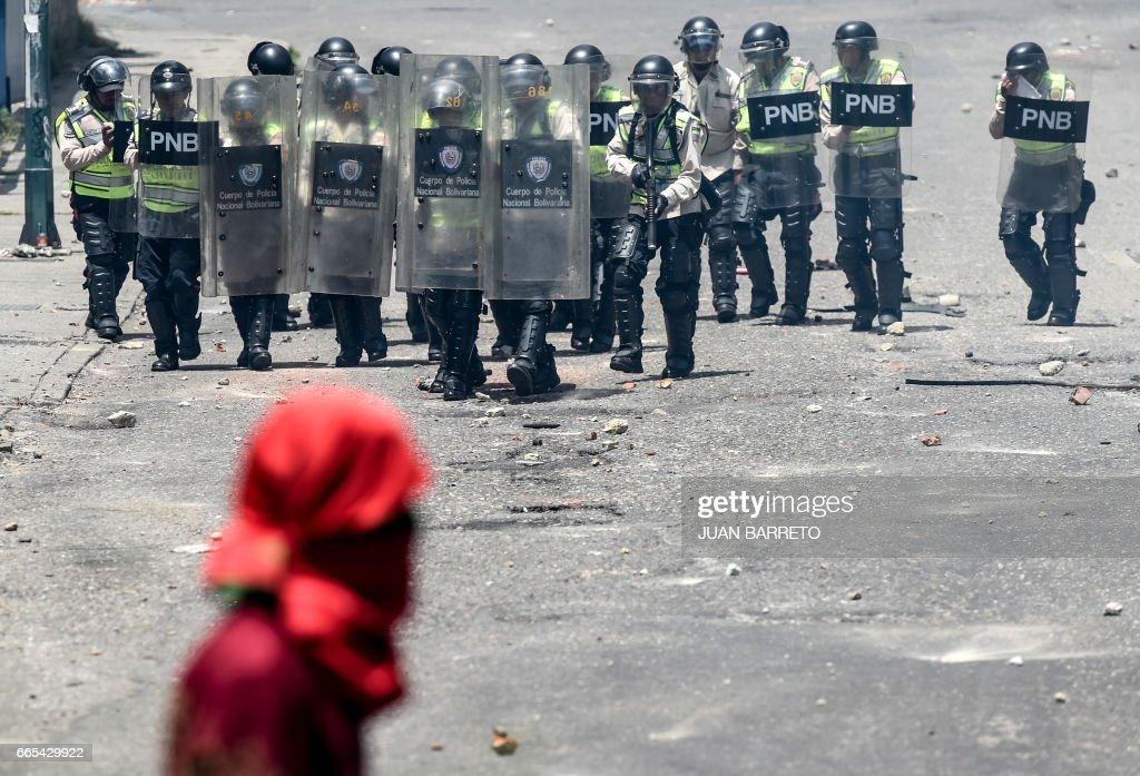 TOPSHOT-VENEZUELA-CRISIS-OPPOSITION-PROTEST : ニュース写真
