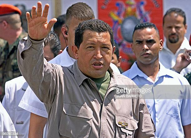 Venezuelan President greets supporters during a military parade in Caracas Venezuela 27 February 2003 El presidente venezolano Hugo Chávez saluda a...