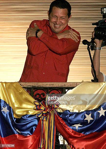 Venezuelan President Hugo Chavez celebrates in the Palace of Miraflores in Caracas 16 august 2004 Chavez won a referendum on his mandate with over 58...
