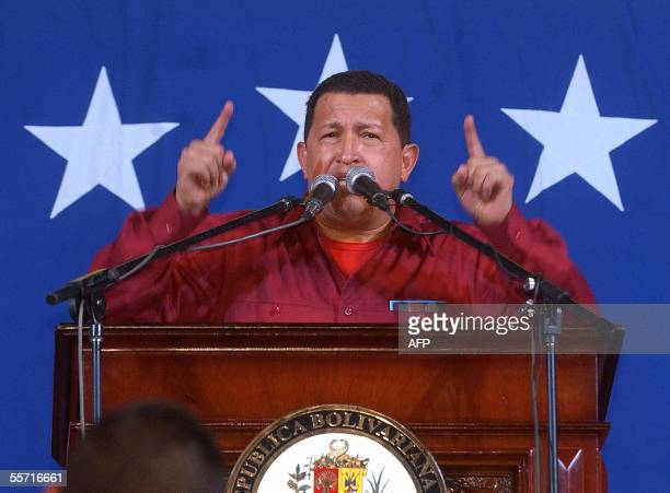 Venezuelan President Hugo Chavez gives a speech in front of Miraflores presidential palace in Caracas 18 September 2005 on his return from the UN...