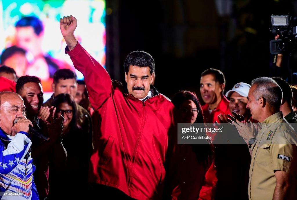 TOPSHOT-VENEZUELA-POLITICS-CRISIS-ELECTIONS-MADURO : News Photo