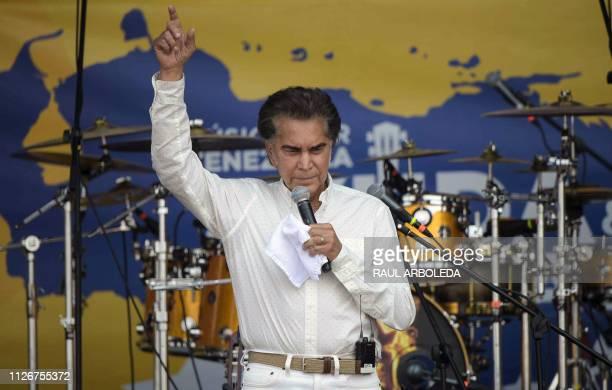 Venezuelan singer Jose Luis Rodriguez El Puma performs during Venezuela Aid Live concert organized to raise money for the Venezuelan relief effort at...
