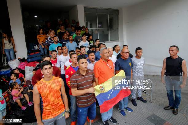 Venezuelan soldiers and policemen who deserted to Colombia protest after being evicted from the hotel where they were staying in Cucuta on May 15...