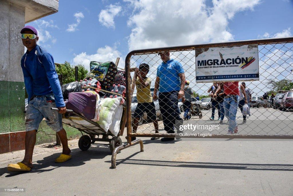 Venezuela Migration Crisis at Paraguachon Crossing : News Photo