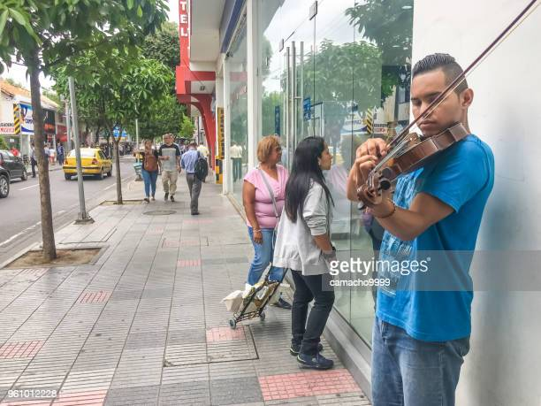 venezuelan violin player in the streets of cucuta - cucuta stock pictures, royalty-free photos & images