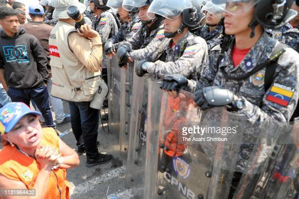 A Venezuelan woman asks to Venezuelan National Guard soldiers to open the border at the Simon Bolivar international bridge on February 23 2019 in...