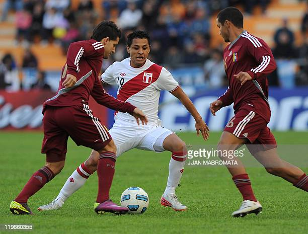 Venezuelans Cesar Gonzalez and Cesar Farias struggle for the ball with Peruvian defender Yoshimar Yotun during the thirdplace match of the 2011 Copa...