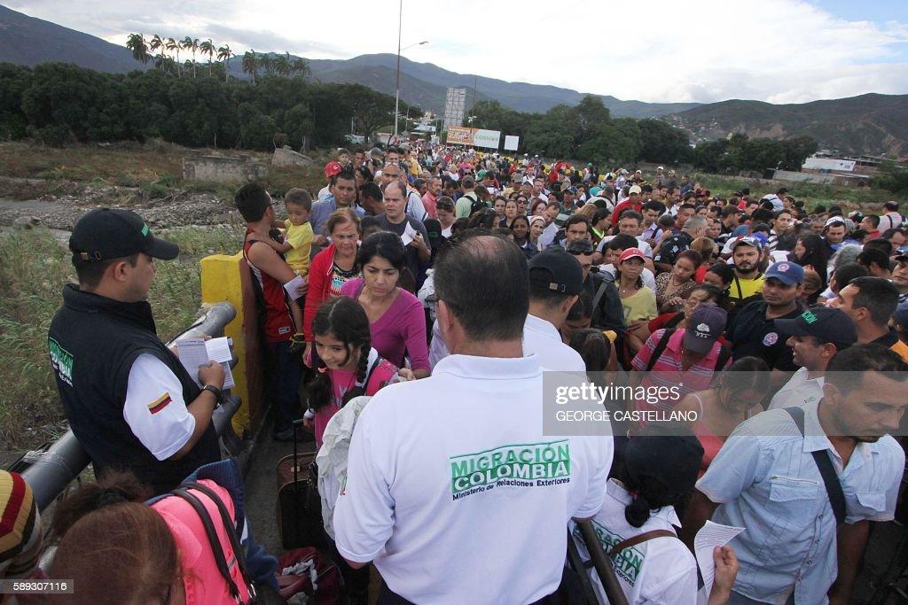 VENEZUELA-COLOMBIA-BORDER : News Photo