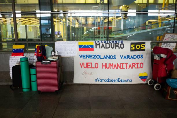 ESP: Venezuelans Stranded in Spain Sleep On Madrid Airport.