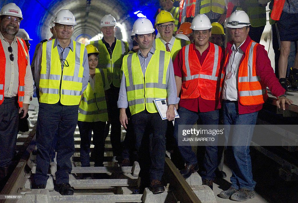 Venezuela's Deputy Foreign Minister Tamir Porras (2nd R) and French Junior Minister for the Social Economy, Benoit Hamon (C) pose for a picture during a visit to subway stations built by French company Alstom, in Caracas on November 25, 2012. Venezuela and France signed seven cooperation agreements in areas such as manufacturing, mining, science and tourism during Hamon's visit to Caracas.
