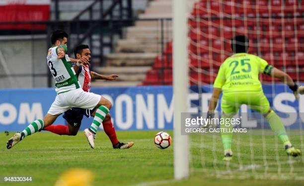 Venezuela's Estudiantes de Merida midfielder Luis Castillo controls the ball between Chile's Deportes Temuco defender Cristobal Vergara and...
