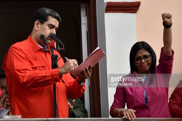 TOPSHOT Venezuela's President Nicolas Maduro next to Venezuelan Vicepresident Delcy Rodriguez signs at a balcony at Miraflores Presidential Palace a...