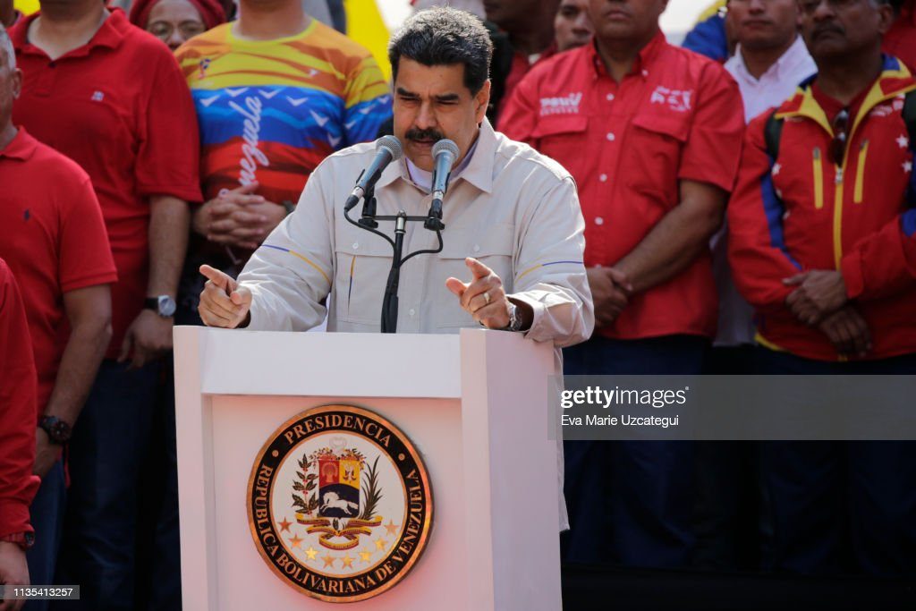 Rallies Pro and Against Operacion Libertad in Caracas : News Photo