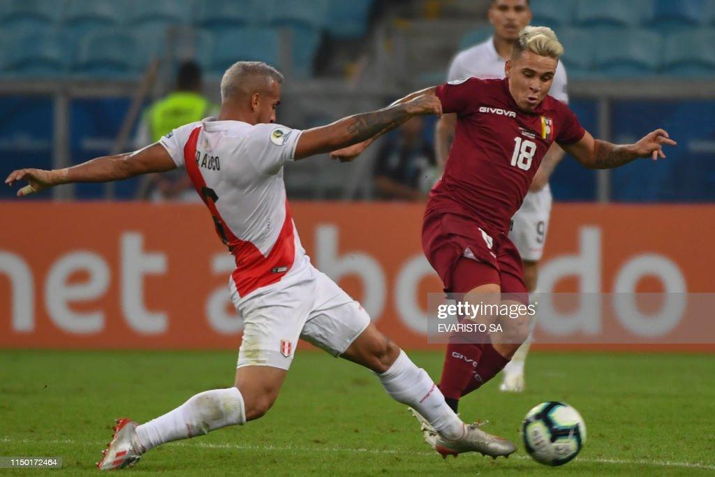 TOPSHOT-FBL-COPA AMERICA-2019-VEN-PER : News Photo