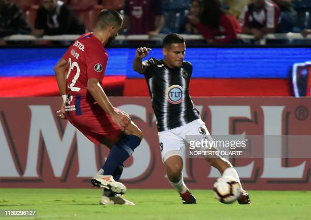 Venezuela's Zamora player Antonio Romero vies for the ball with Paraguay's Cerro Porteno player Juan Aguilar during their Copa Libertadores football...