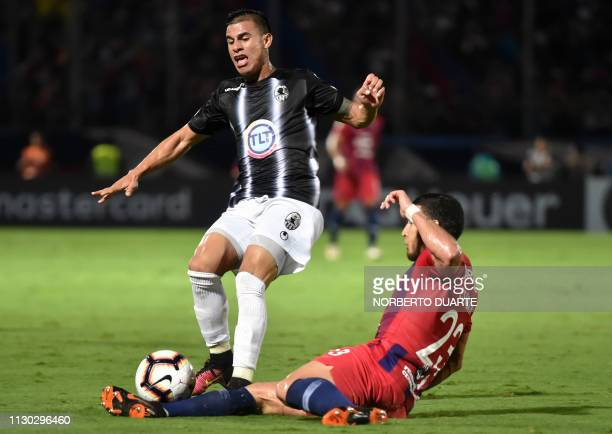 Venezuela's Zamora player Erickson Gallardo vies for the ball with Paraguay's Cerro Porteno player Juan Escobar during their Copa Libertadores...