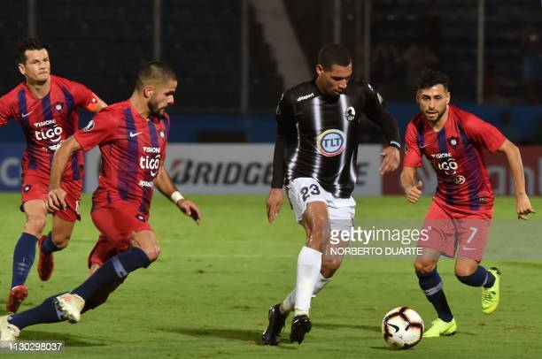 Venezuela's Zamora player Oscar Hernandez vies for the ball with Paraguay's Cerro Porteno player Federico Carrizo during a Copa Libertadores football...