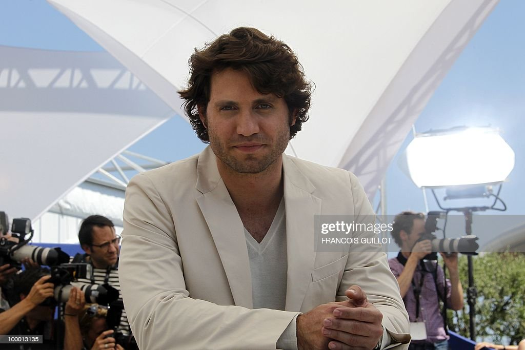 Venezuelian born actor Edgar Ramirez pos