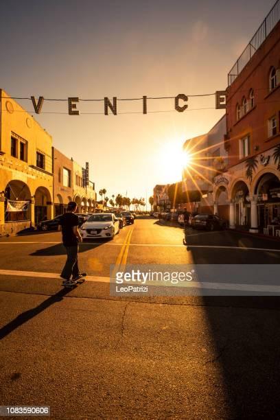 Intersection de Venice Beach et signe sur Pacific Ave