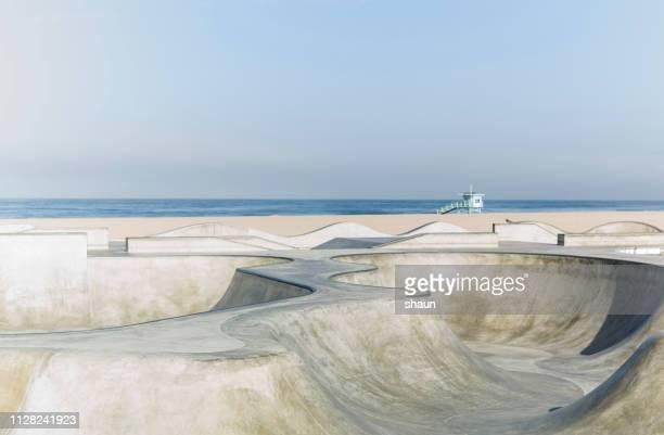 venice beach skatepark - skateboardpark stockfoto's en -beelden