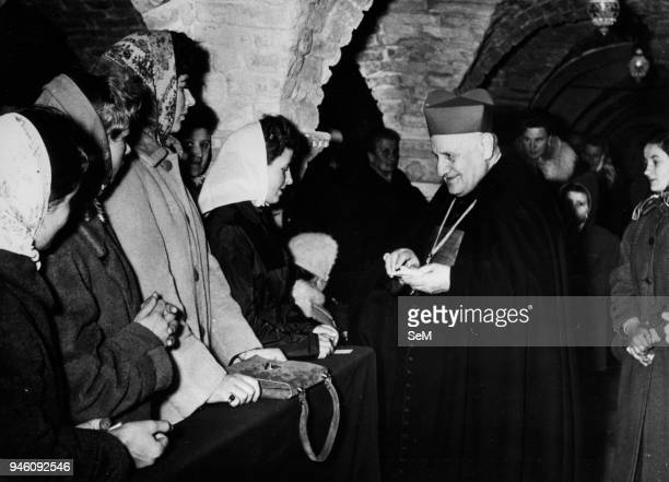 Venice Cardinal Roncalli receives a group of artists in the Crypt Marciana. Pope John XXIII, Ioannes XXIII), born Angelo Giuseppe Roncalli 25...