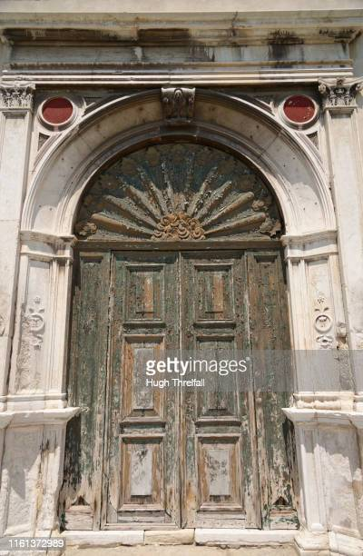 venice doorway. church of the holy spirit. - hugh threlfall stock pictures, royalty-free photos & images