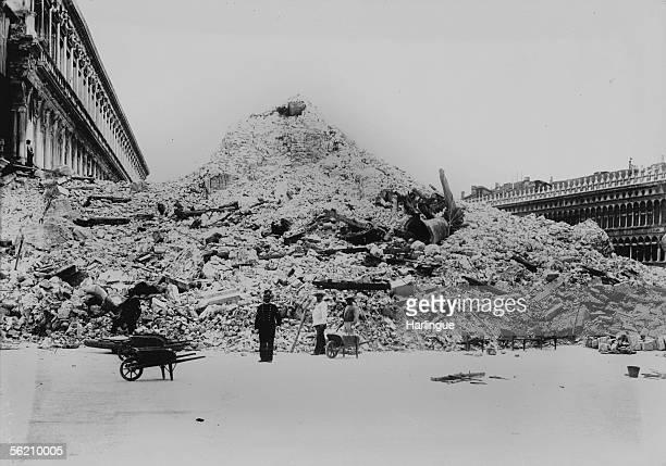 Venice Fallingdown of SaintMark campanile July 14 1902